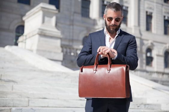 ビジネスシーンで映える!大人が持つべきレザーブリーフケース7選